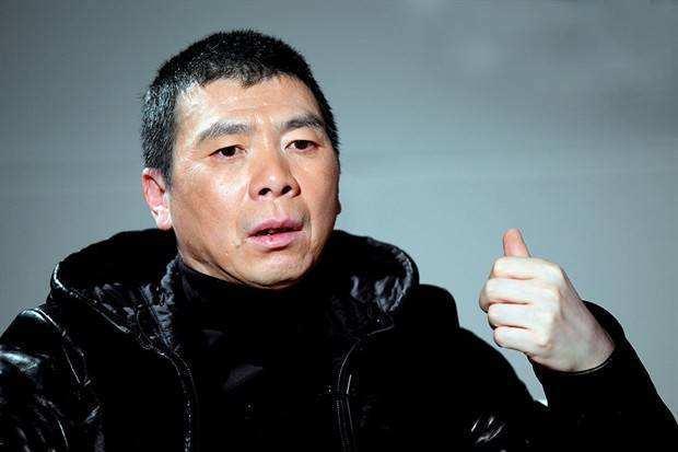 冯小刚的白癜风治好_冯小刚条件那么好,为何治不好他的白癜风?白癜风真的是绝症吗?