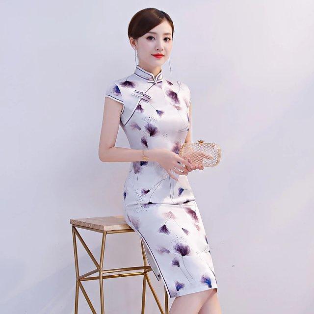 时尚大方,修身中式旗袍,散发女人独特美!