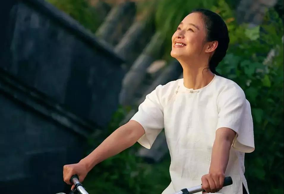 Jiang Wen, a man who wade the woman River