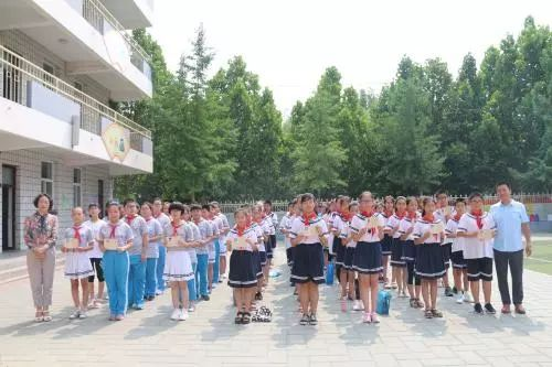 【新闻校园】/成长阳光|初中下a新闻爱民我们毕业啦小学700字随笔写景图片
