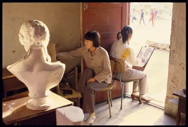 80年代,女学生的裙子长度刚刚好-熊世界