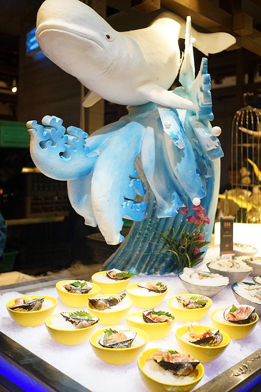 刺身冰雕图片_超逼格!厦门这家海鲜姿造自助餐帝王蟹、烤榴莲、龙虾敞开吃!
