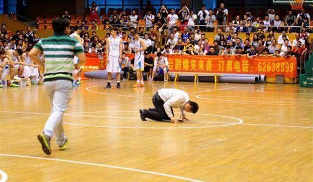 中国行发脾气的5位球星:小刺客与吴悠战队冲突,科比被激光笔照