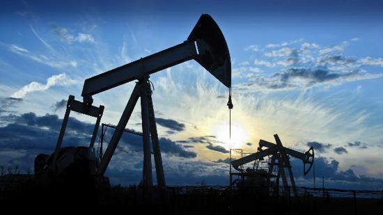 美股涨跌不一 国际原油期货重挫逾4%