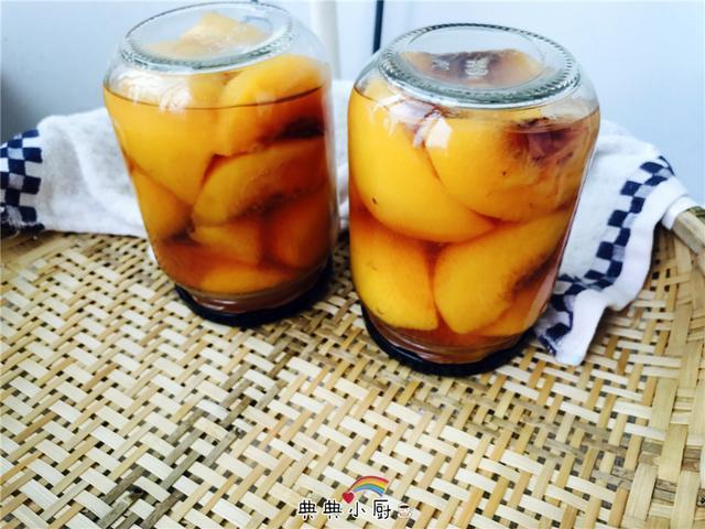桃罐头的自制方法_自制黄桃罐头,软嫩又香甜,边做边吃停不下来