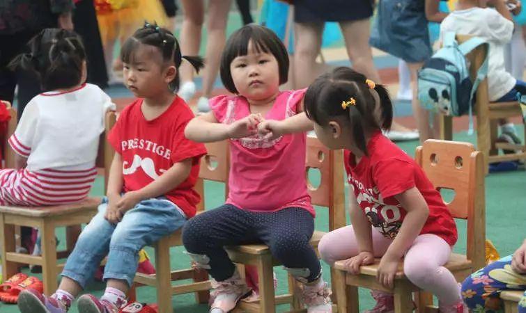 """教育部再提禁止幼儿园""""小学化"""",此前三令五申效果并不理想"""
