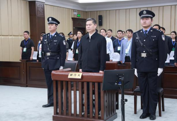 济南一官员获刑14年 曾对抗审查搞权色钱色交易