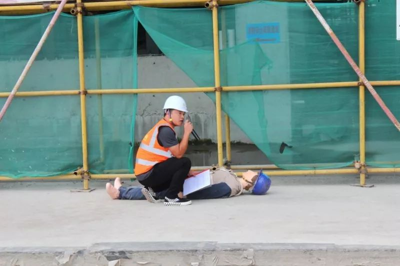 建筑施工防高处坠落应急救援演练在广佛智城(五期)
