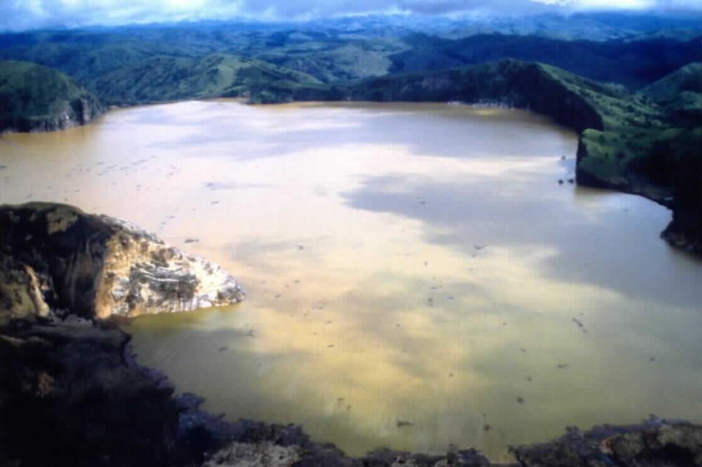 这个风景还不错的小湖,竟是杀人湖,曾一夜间死了千余人