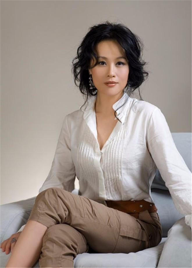 她是甄嬛的扮演者,奥斯卡终身评委,丈夫是导演奥斯卡