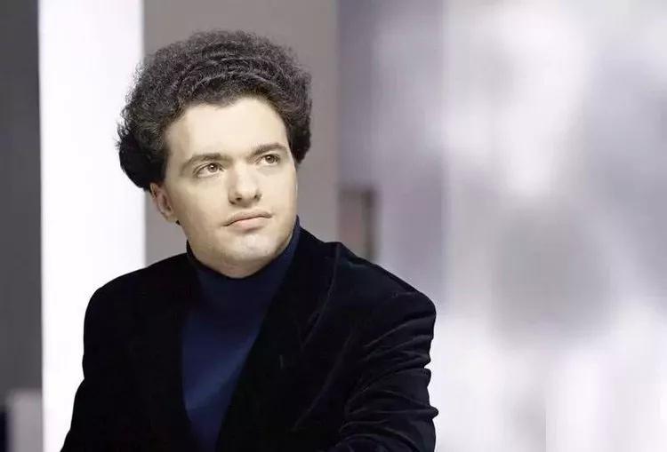 钢琴骄子—叶夫根尼·基辛图片
