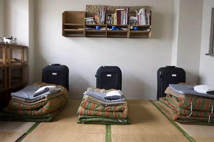 监狱在其中央培训中心提供36门课程,包括面包师,电工,画家,屠夫,木匠
