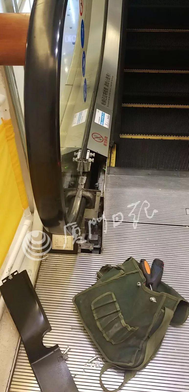 """厦门3岁女童商场乘扶梯被""""咬""""手,幸好有人及时做了这动作……"""
