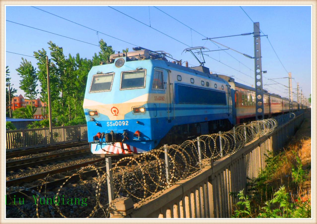 第一代钢人铁马是jf(解放)型蒸汽机车631;第二代钢人铁马是qj(前进)型蒸汽机车631;第三代钢人铁马是df4(东风4图片
