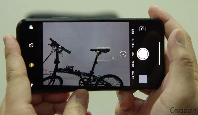 手机闪屏是怎么回事_为什么说OLED屏伤眼?烧屏又是怎么回事?_消费电子与智能设备 ...