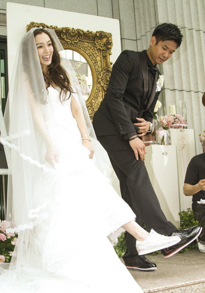 帆布鞋婚纱照_穿帆布鞋的女生图片