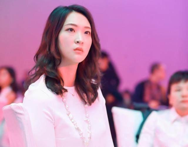女排12号漂亮_中国女排最漂亮的姑娘,她排第二估计没人敢排第一