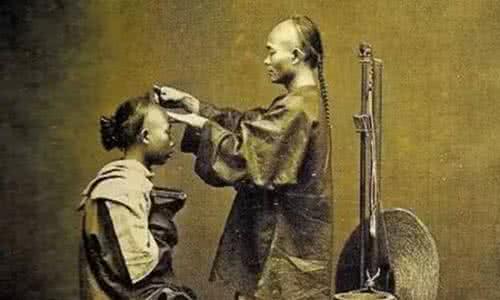 清朝时人们辫子那么长,多久才会洗一次?知道答案后电视剧没法看了图片