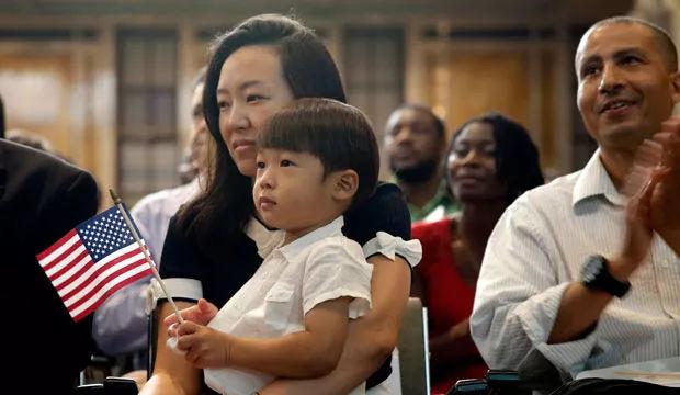 皮尤最新报告显示美国亚裔收入差距大 最高与最低相差10.7倍