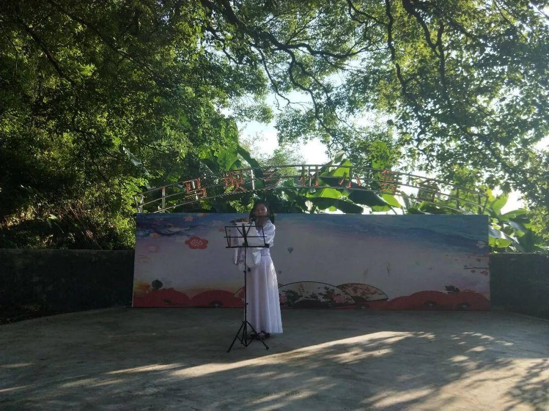 《同心共筑中国梦》,有扣人心弦的笛子独奏《茉莉花》,有表演唱《毛主
