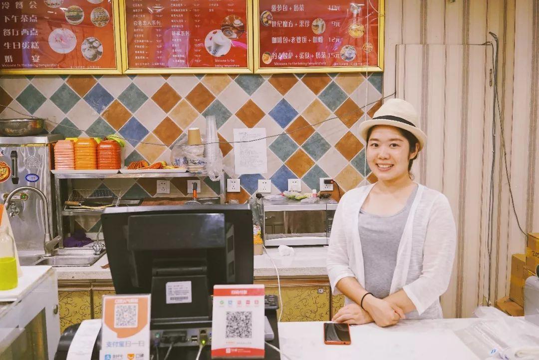 开烘焙店,组建成都最美聋人模特队,除了听,她什么都能
