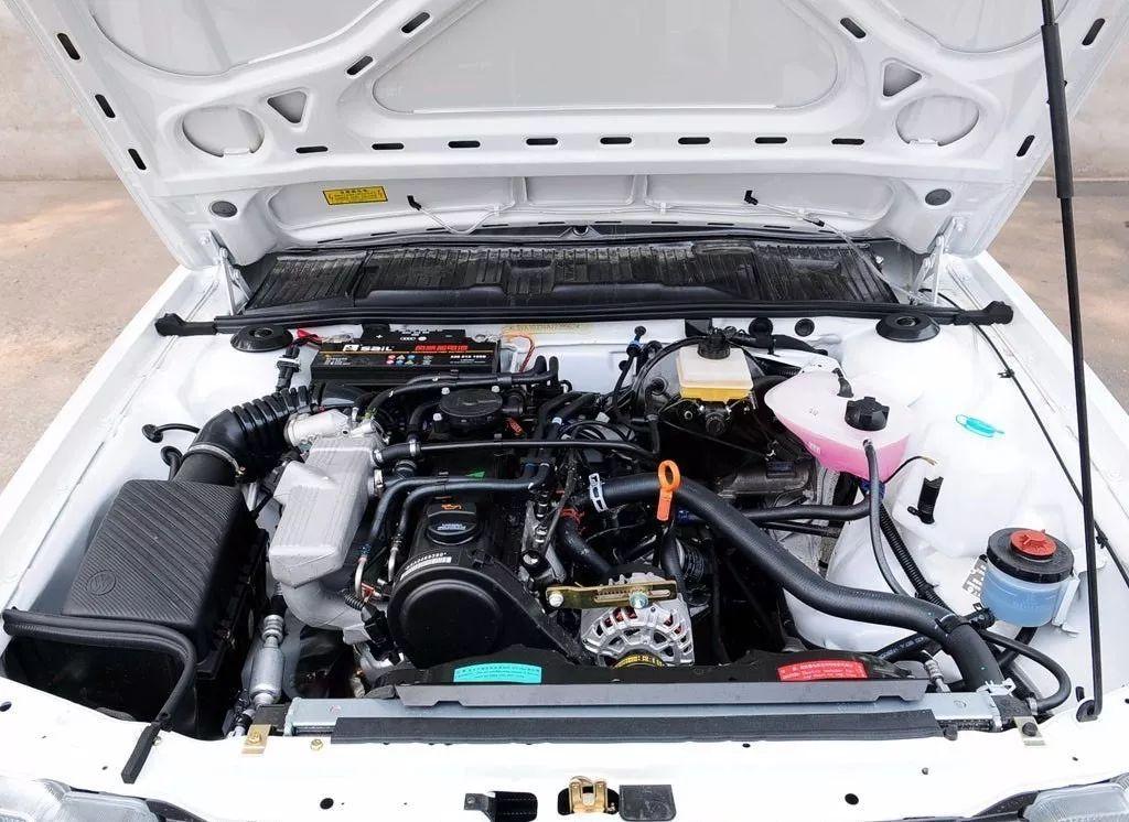 汽车 正文  图 这是速腾的发动机舱 这也就意味着,无论是哪一种车型的