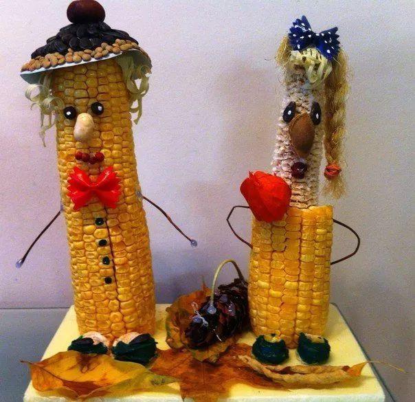 玉米粒,玉米核等可以用来做贴画,玉米娃娃;购买带皮玉米,让玉米皮和图片