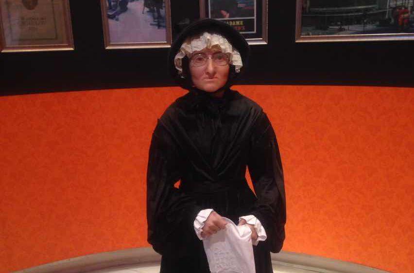 18世纪法国一个弱女子,用砍下的人头做蜡像,让政要明星趋之若鹜