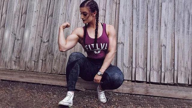 澳洲女孩健身6年,浑身肌肉