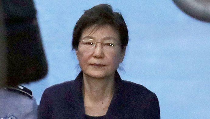 悲剧:朴槿惠再被判8年 吃上新官司