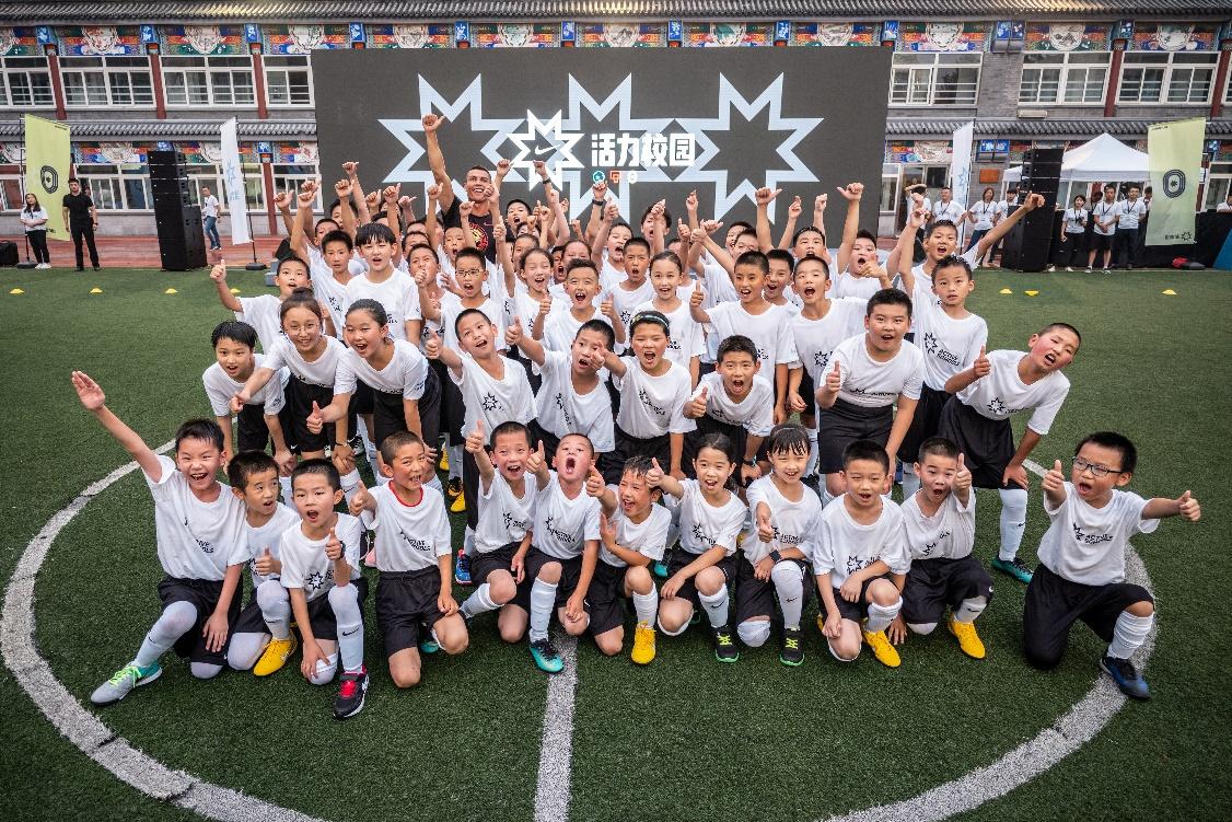 C罗亮相北京城 激励中国足球少年敢于突破自我