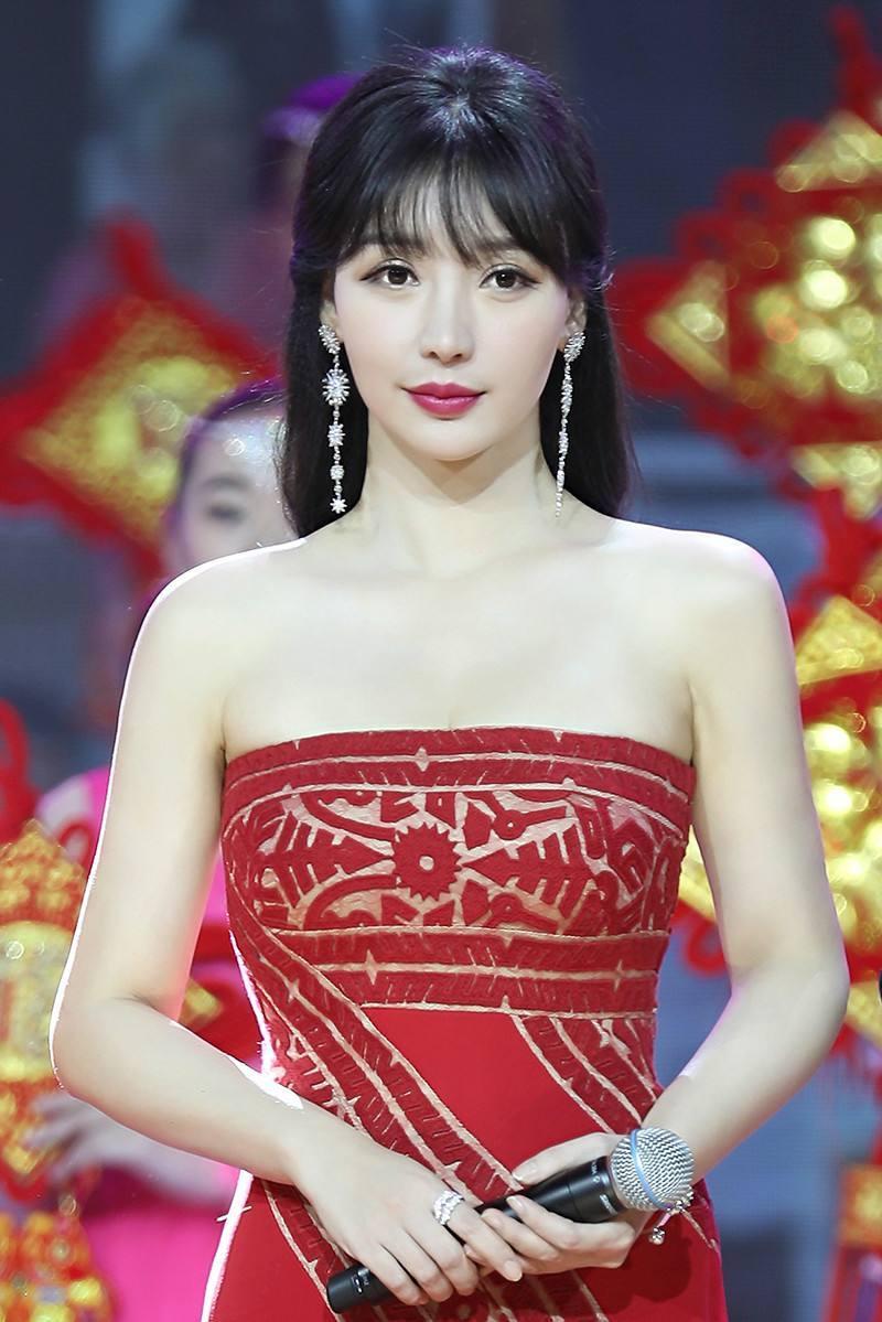 柳岩白百何章子怡刘亦菲低胸红裙,太性感,有点hold不住啊.