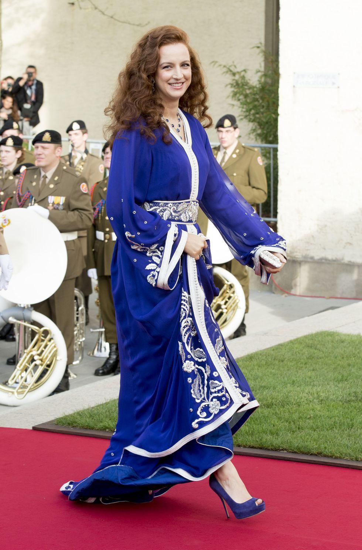 """只知道凯特和梅根?7国贵族美人出街的大胆选色,""""中国红""""绝了"""