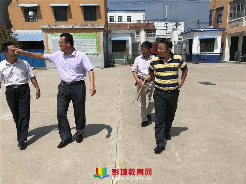 贾汪区教育局周涛局长到耿集中心小学视导工作