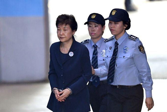 获刑24年后朴槿惠为何又被判8年