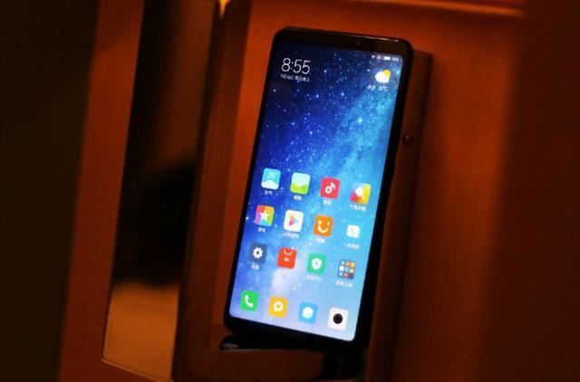 雷军再发NO.1巨屏手机,小米MAX3领先小米MAX2太多