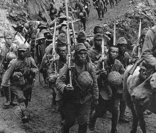 """二战中美国、德国、苏联都用冲锋枪,为啥日本用""""三八大盖""""?"""