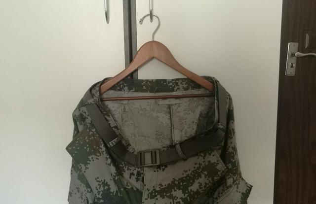 解放军新装备越来越多:这款腰带既能防止掉裤子,又能当绳索救急
