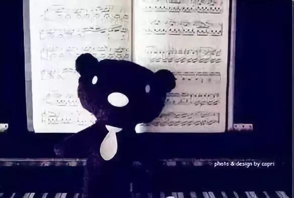文化 正文  弹钢琴绝不是把谱子上的音符弹出来就可以了,而是要把琴谱
