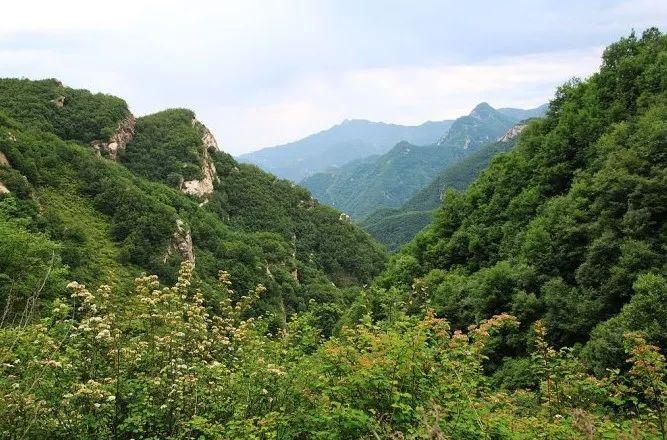 河北保定天生桥瀑布_河北这10个地方因为风景太美,被省里点名了……