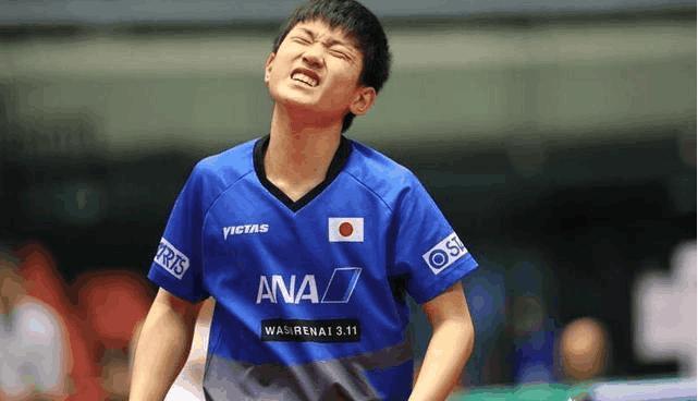 为什么张本智和4-2战胜马龙、4-3击败张继科, 却被梁靖崑4-0击败?