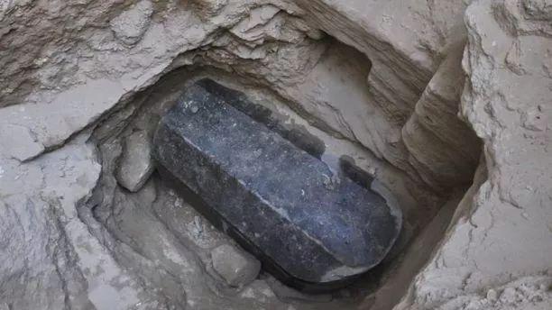 """埃及""""史上最大石棺""""打开!结果让人直呼谢天谢地…"""