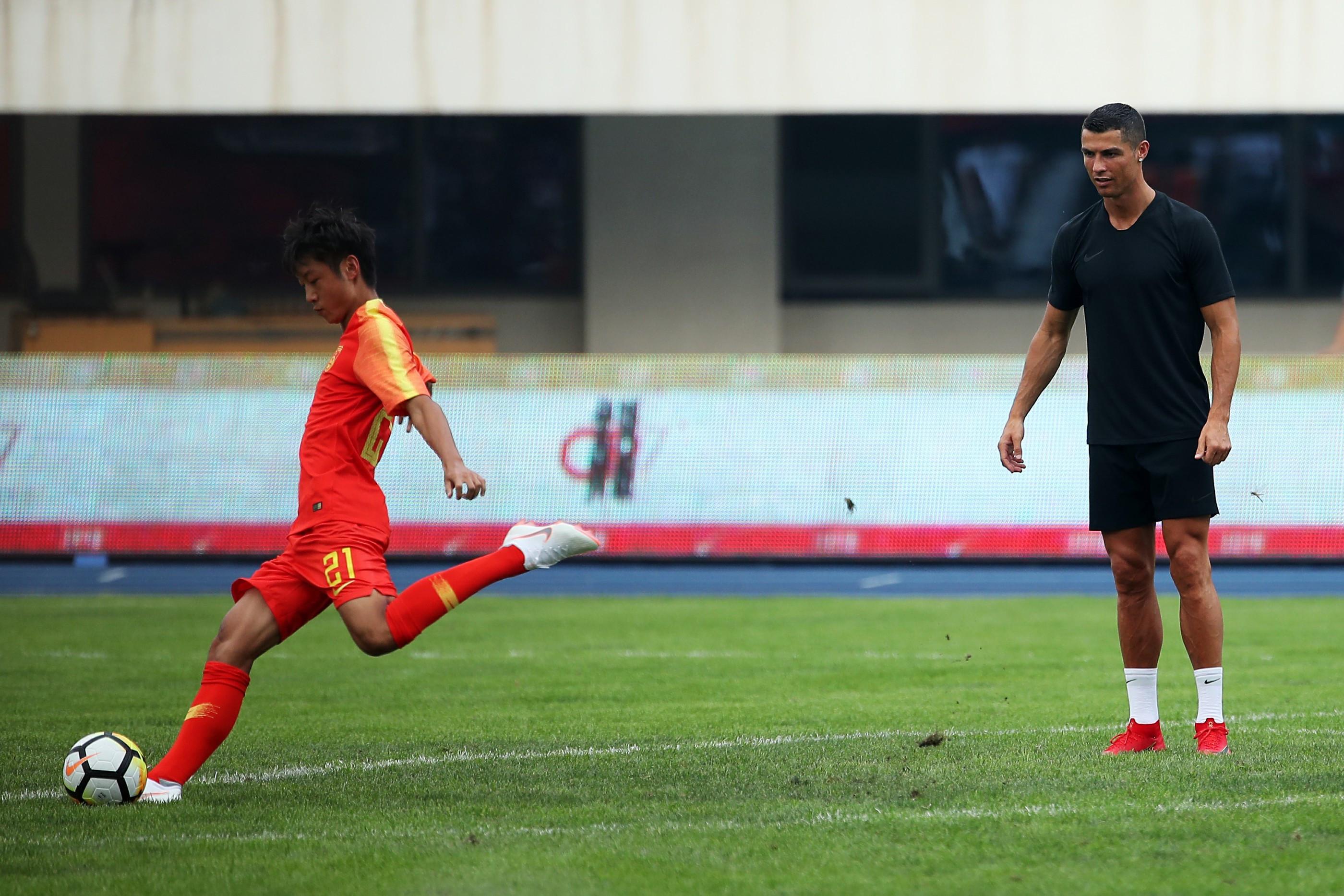 C罗现身耐克校园足球联赛 激励中国足球少年追梦