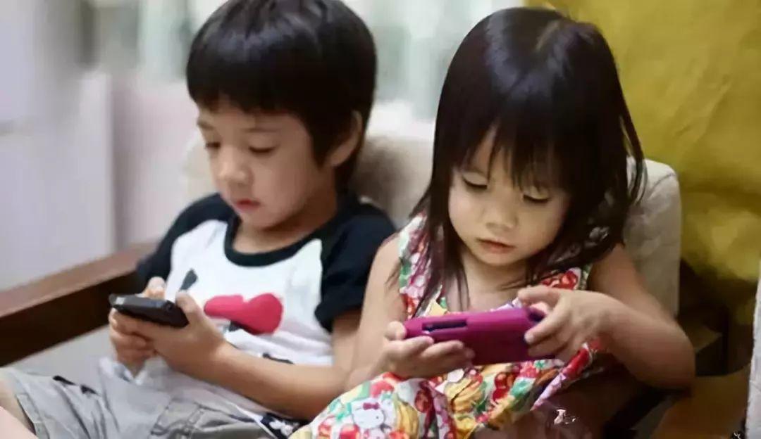 熊孩子放假玩家长手机 几天刷掉11万元打赏网络主播