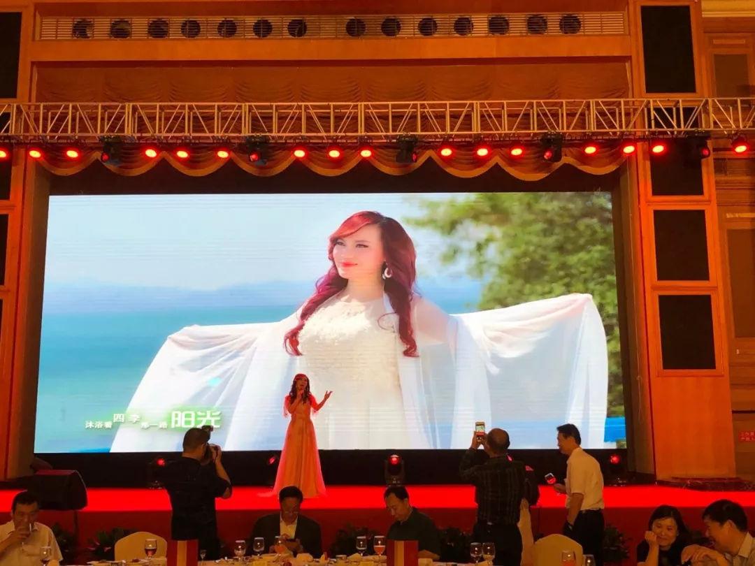 青年女高音歌唱家罗媛受邀参加中创生物健康之旅晚会