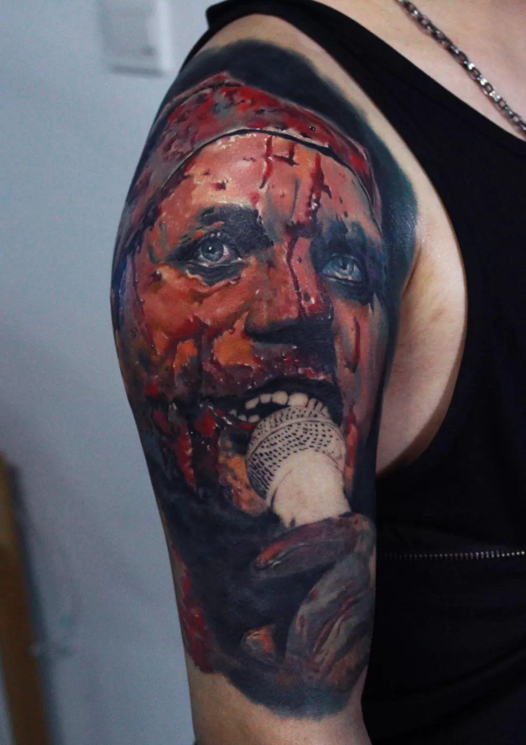 创始人——乐 近几年多次参加纹身展会 从早期的参赛到如今的评委图片