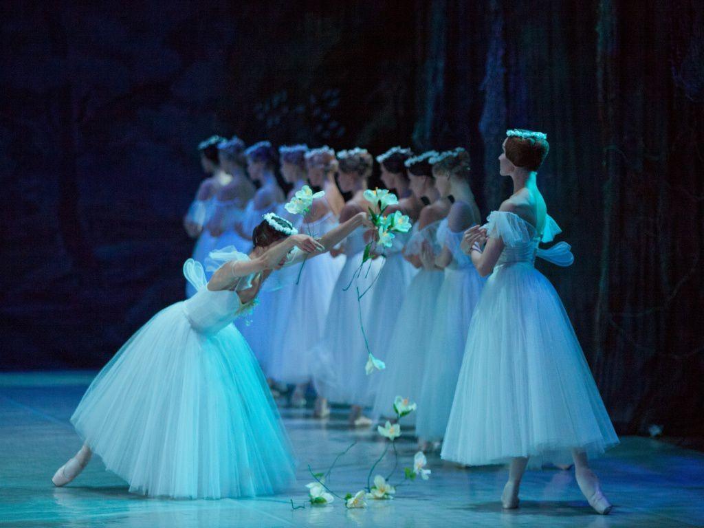芭蕾舞之冠《吉赛尔》:最是痴情苦,一见误终生。
