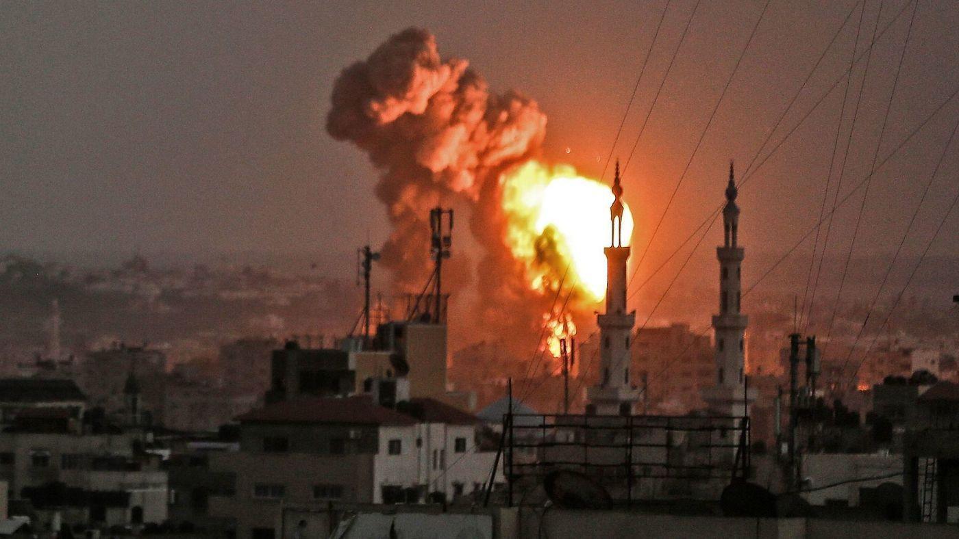中东小霸终于大开杀戒!加沙弹如雨下爆炸连连,好似人间地狱!