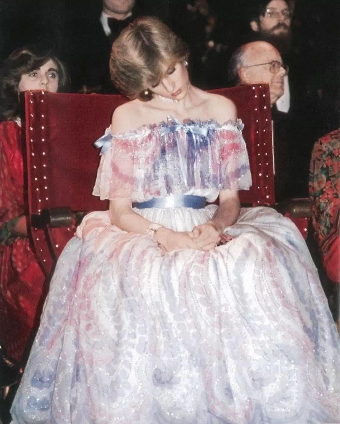 论优雅,很难有女人能比过伊丽莎白二世女王和戴安娜王妃