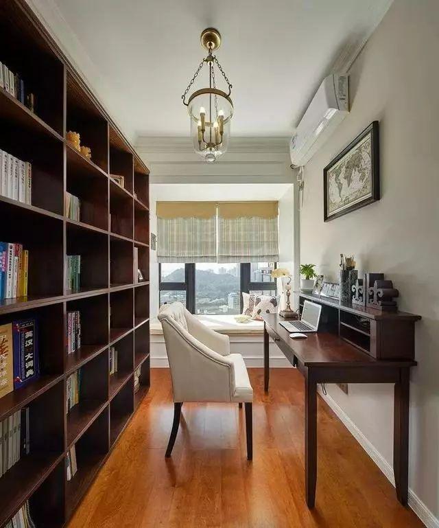 但是功能齐全,很有书房的氛围,书桌,书架和榻榻米床的组合,改成卧室都图片